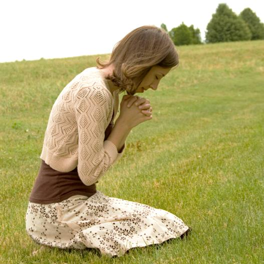 http://www.christiansdressingmodestly.com/images/woman_praying.jpg